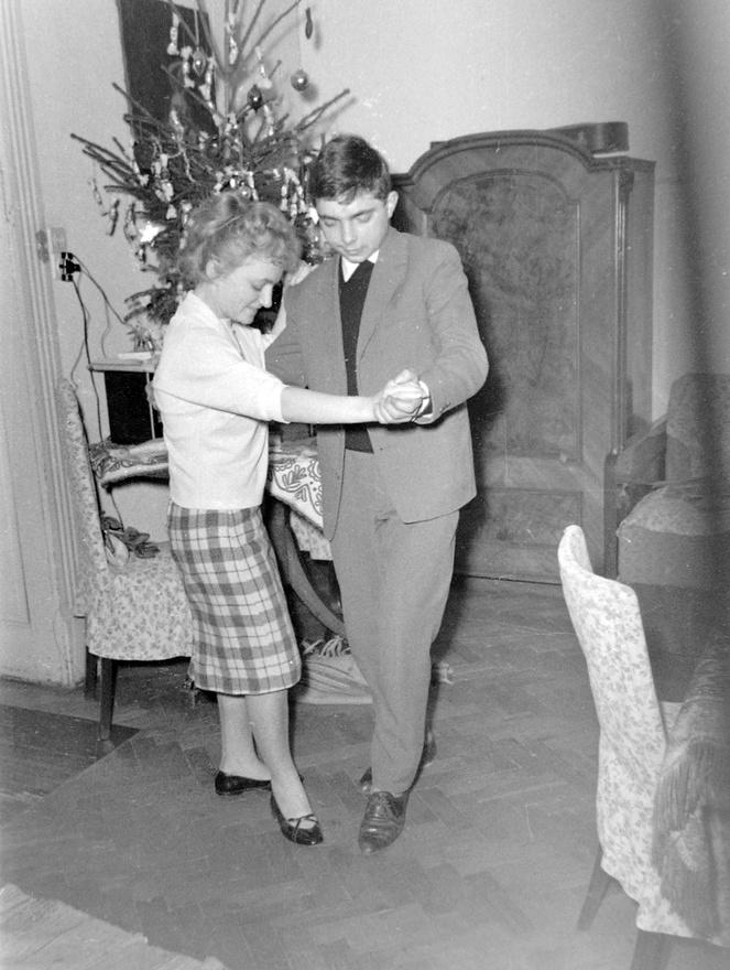 1962. Hűvös tánc a szalonban.