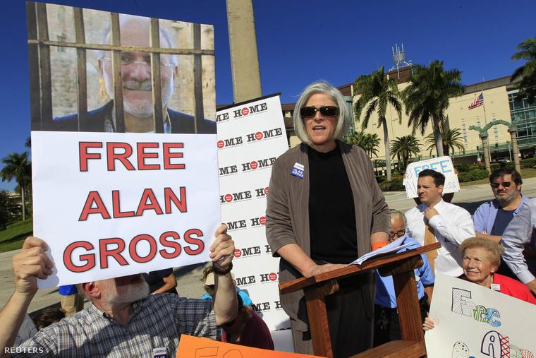 Judy Gross, Alan felesége