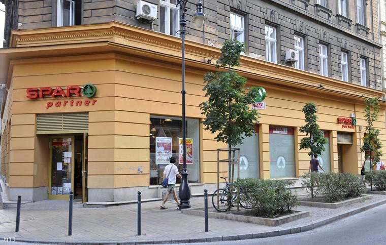 Az első budapesti SPAR kiskereskedelmi partnerüzlet Budapesten a VII. kerületi Király utcában a nyitás napján 2013. július 17-én.