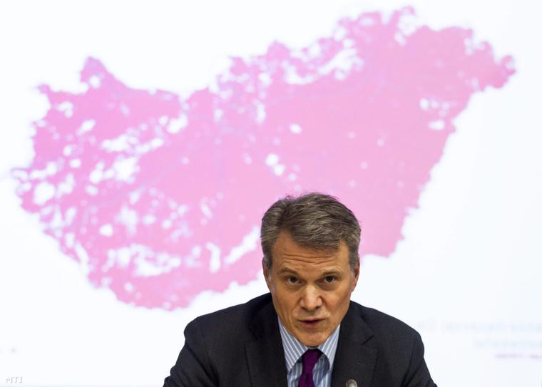 Christopher Mattheisen a Magyar Telekom vezérigazgatója a Nemzeti Média- és Hírközlési Hatóság (NMHH) és a Magyar Telekom közös sajtótájékoztatóján az NMHH fővárosi székházában 2014. október 17-én. A Magyar Telekom 4G lefedettsége a jelenlegi 53-ról 73 százalékosra nő október 18-tól miután használatba veszi a tenderen elnyert frekvenciákat.