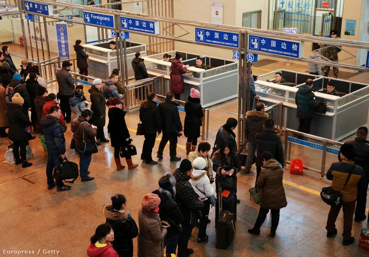 Kínai turisták úton Oroszországba, ahol a gyenge rubel miatt olcsón tudnak vásárolni