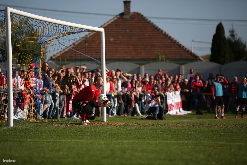 Szeptemberben Sajóbábony is felkerült a híres magyar futballtérképre. Meg is néztük, hogy kiveri-e a Magyar Kupából a Borsod-Abaúj-Zemplén megyei bajnokság harmadik helyén álló Sajóbábony az NB I.-ben szintén harmadik Diósgyőrt. Mivel ez egy év végi összefoglaló, eláruljuk: csúnyán elvérzett a Sajóbábony, 4-1-re kapott ki.
