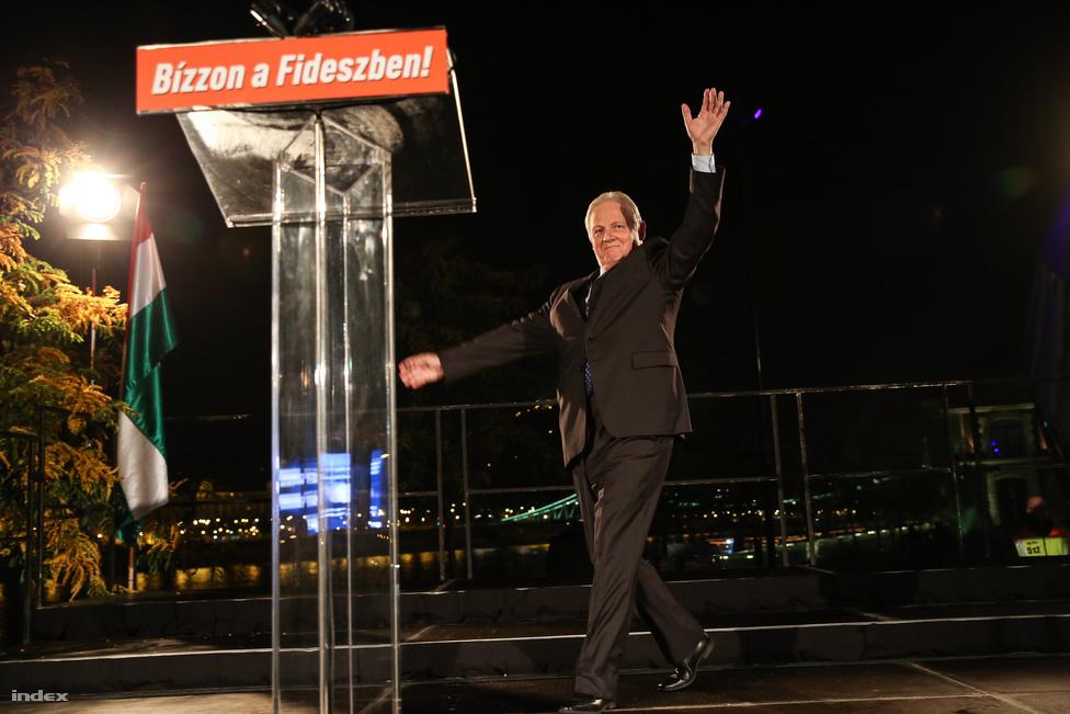 A Fidesz október 12-én is nagy győzelmet aratott, Szegeden, Salgótarjánon és Békéscsabán kívül minden megyei jogú városban nyert, Budapestet is magabiztosan hozta Tarlós István. A nyáron betolt Budapest-törvénynek köszönheti, hogy a közgyűlésben is fideszes többség lett.