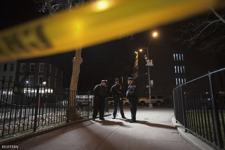 Rendőrök a New York-i lövöldözés helyszínén