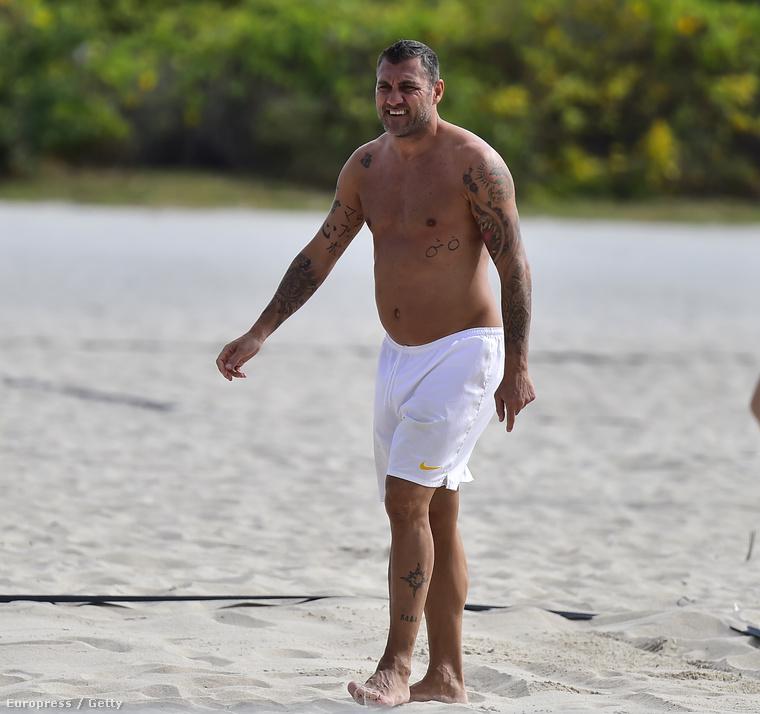 Christian Vieri a strandon élvezi a decemberi floridai napsütést