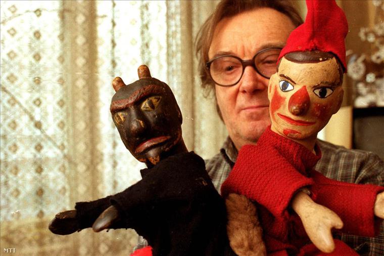 Kemény Henrik a Vitéz László és az Ördög bábbal, egy 2004-es felvételen.
