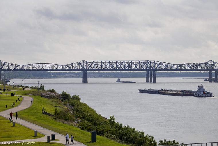 A Memphis-Arcansas híd