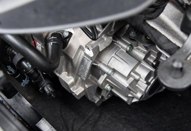 AZ autóipar legegyszerűbb hajtása, főtengely, néhány fogaskerék, diffi, féltengelyek, és kész