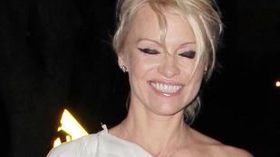 Pamela Anderson 47 évesen is dögös