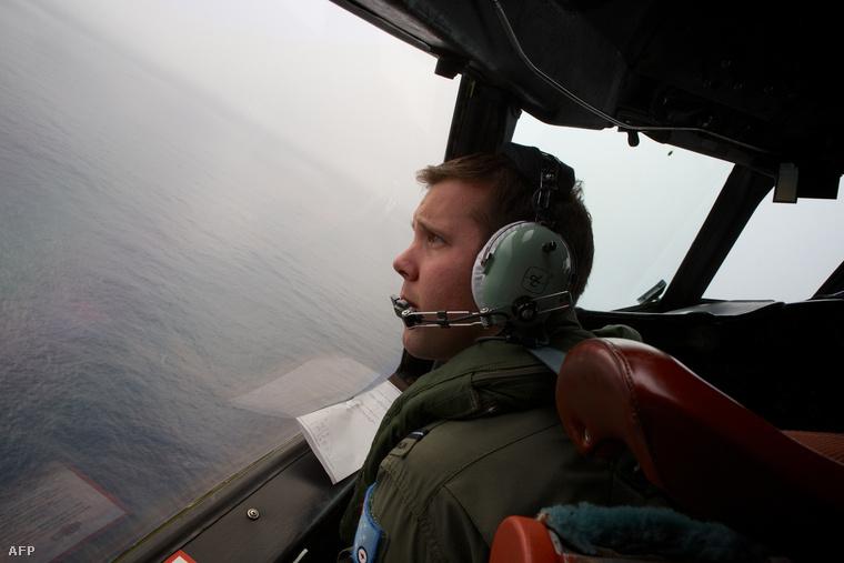 Repülőről keresik az eltűnt maláj gépet áprilisban