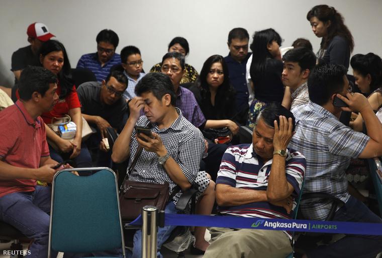 A 157 utas közül egy francia utas kivételével mindenki indonéziai.