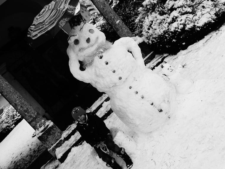 """""""Sziasztok, kis családommal Ausztriából küldjük a hóemberünket. Mi is azon sok fiatal közé tartozunk, akik kalandvágyból hagyták el az országot."""""""