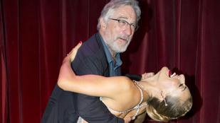 Robert de Niro hosszúlábú nővel tangózott