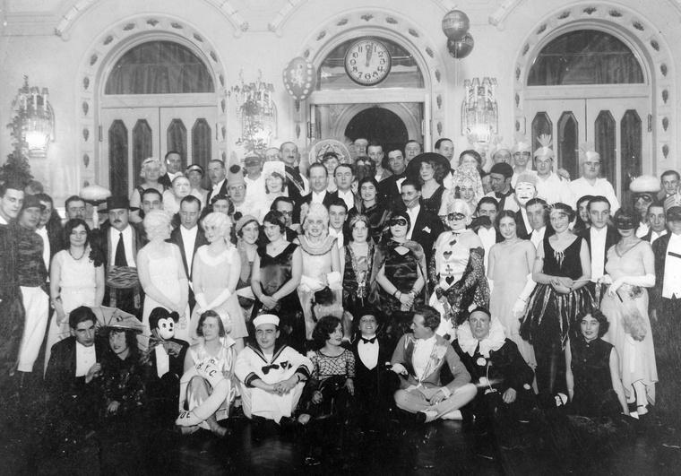 A Balatoni Yacht Club álarcosbálja 1940-ben