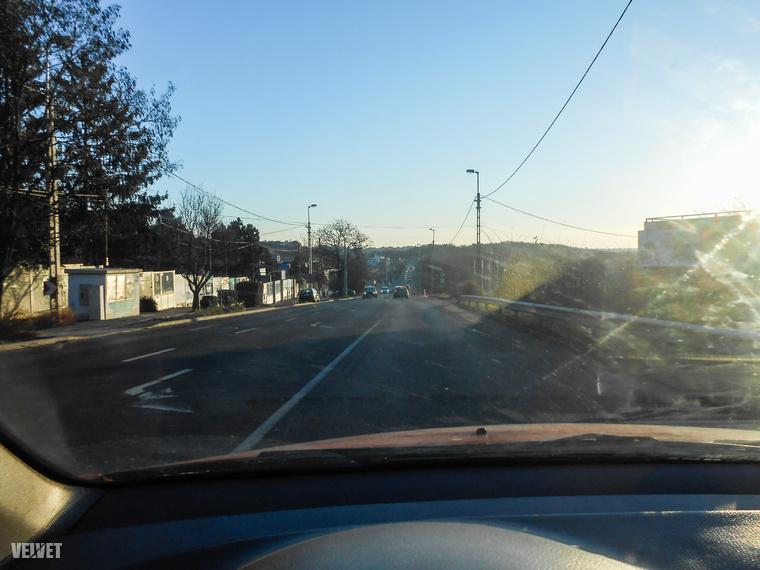 Az Egér úti kereszteződést elhagyva ilyen laza volt a forgalom szövete.