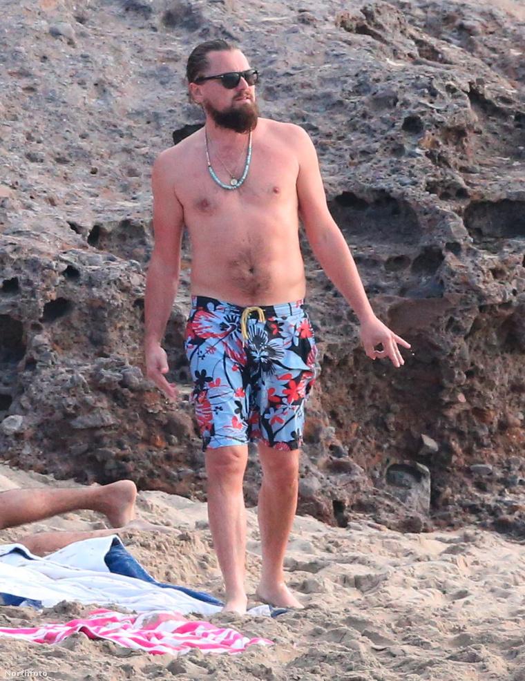 Leonardo DiCaprio a strandon ejtőzik Saint-Barthélemy szigetén a haverokkal