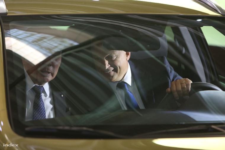 Orbán Viktor egy új Suzukiban, 2013.