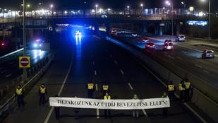 Elsötétítéssel folytatódik a budaörsi útdíjlázadás