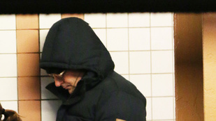 Alig ismerhető fel a metróban Bradley Cooper
