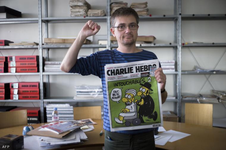 A lap főszerkesztője, Stephane Charbonnier az egyik botrányt kavart címlappal (2012)