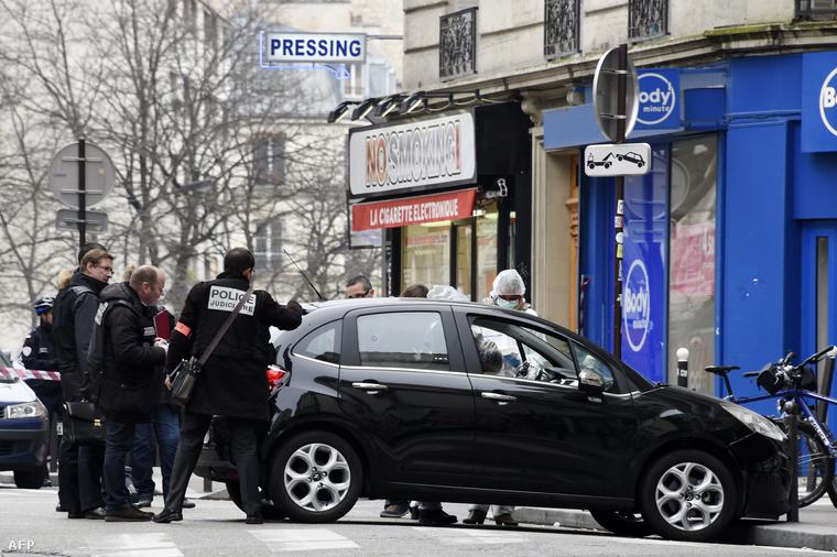 A támadáshoz használt egyik autót hátrahagyták a merénylők az üldözés során.