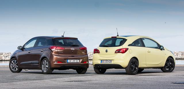 A szín meglehetősen rejti a Hyundai bájait, de vannak neki is, az Opeléi jól látszanak