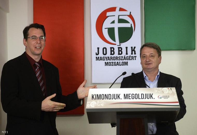 Mirkóczki Ádám a Jobbik szóvivője és Kovács Béla a párt európai parlamenti képviselője sajtótájékoztatót tart Budapesten a Képviselői Irodaházban 2014. június 2-án.