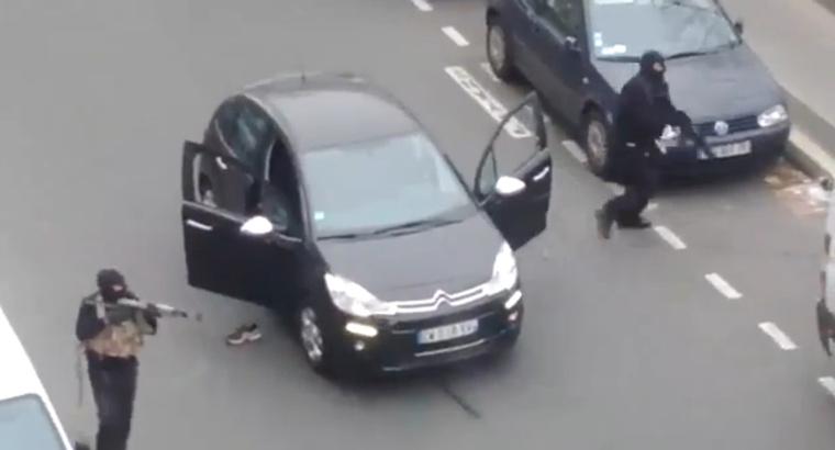 Párizsban, a Charlie Hebdo szerkesztőségénél 12 emberrel végzett két terrorista 2015. január 7-én.