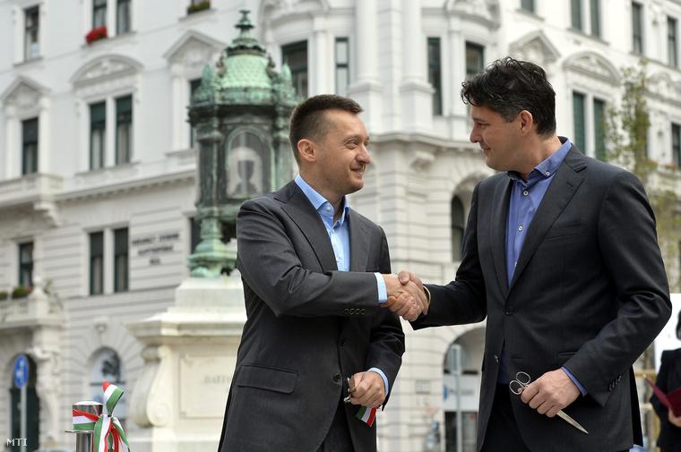 Rogán Antal és Szentgyörgyvölgyi Péter a Batthyány-örökmécses felújított környezetének ünnepélyes átadása után 2014. október 5-én.