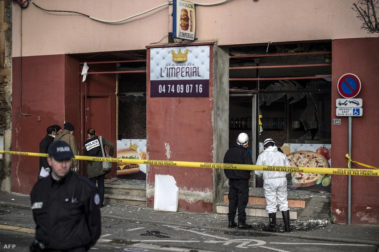 A franciaországi merénylet másnapján egy párizsi kebabos előtt robbantottak ismeretlenek.