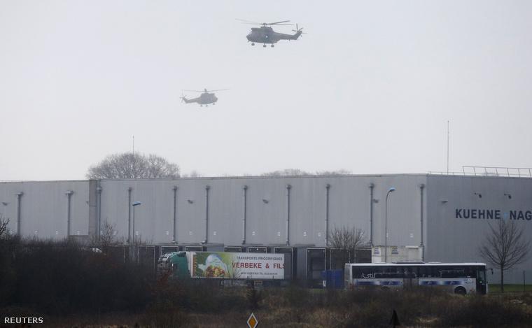 Rendőrségi helikopterek a Création Tendance Découverte gyár fölött, 2015. január 9-én.