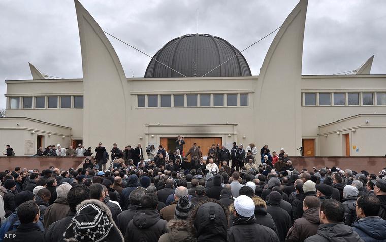 Egyperces néma főhajtás a strasbourgi nagymecsetnél január 9-én