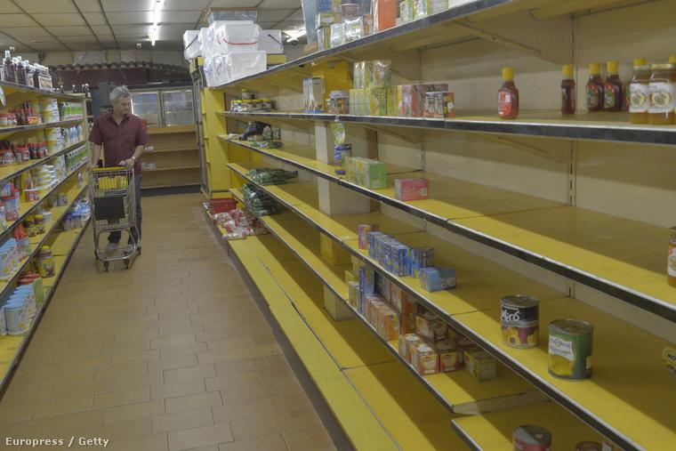 Így néznek ki a boltok polcai Venezuelában, mióta padlót fogtak az olajárak.