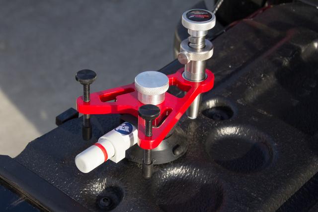 A leggyakrabban használt szerkezet, ami a műgyanta adagolót rögzíti a szélvédőhöz
