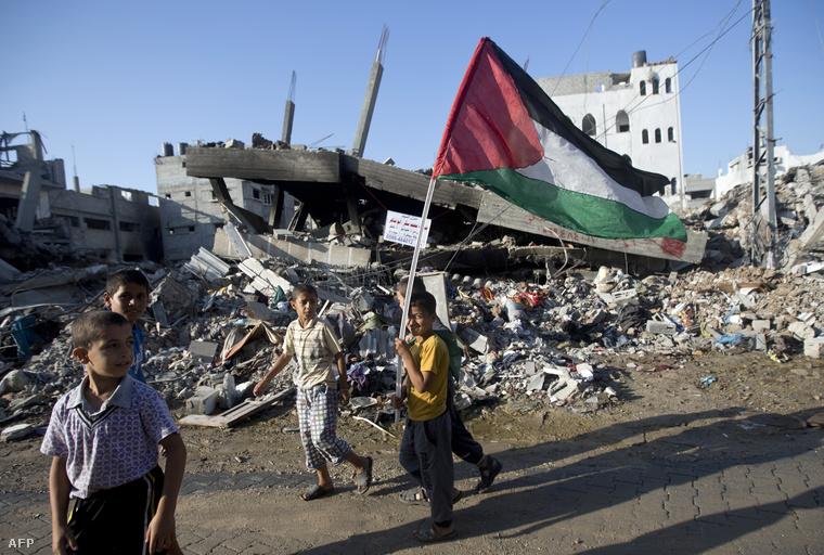 Palesztin fiúk a gázai övezetben augusztus végén