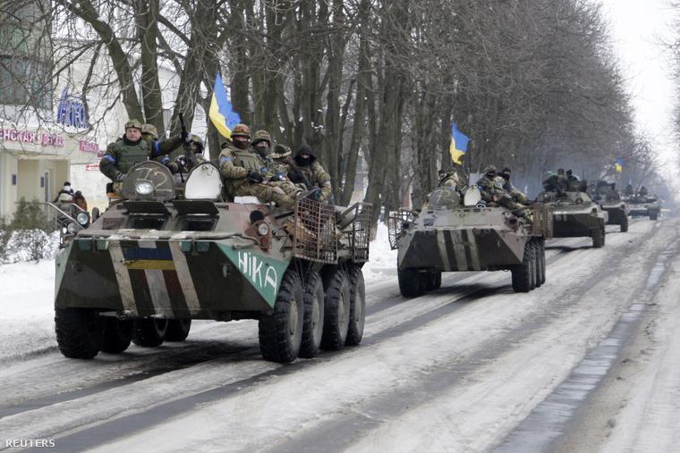 Az ukrán hadsereg páncélozott járművei Volnovahában