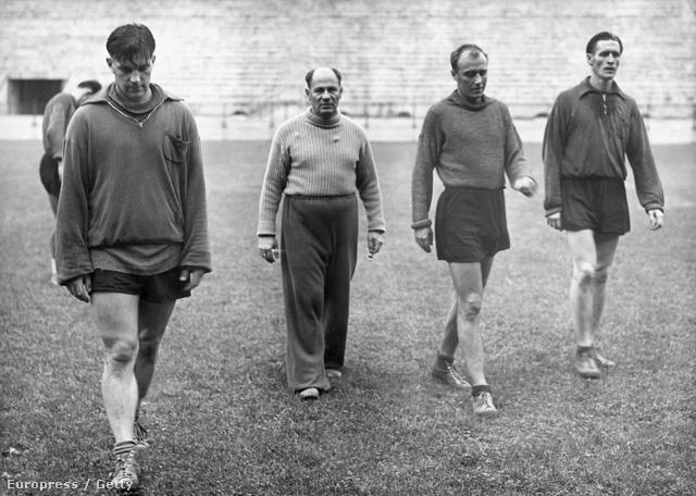 Czeizler Lajos (balról a második) 1960-ban a San Siro standionban játékosaival