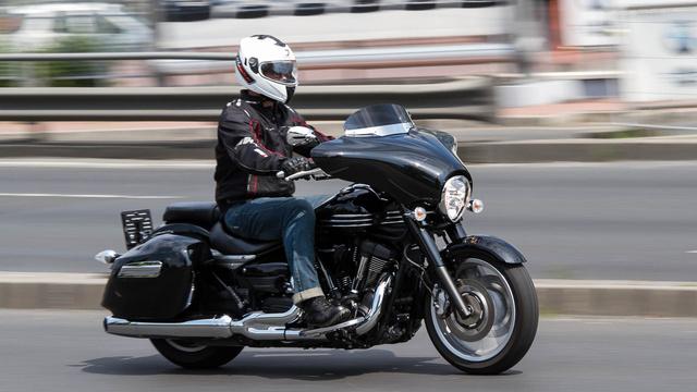 Ha egy motor két és fél méternél is hosszabb, még egy magasabb ember alatt sem fog rollernek tűnni