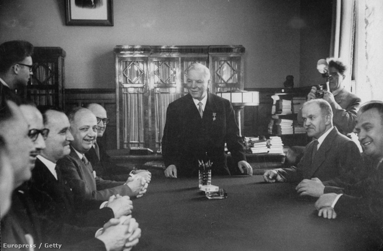 Vorosilov európai vezetőkkel találkozik 1956-ban.