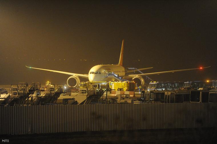Az Air India Londonból Mumbaiba tartó járata kényszerpihenőn Ferihegyen