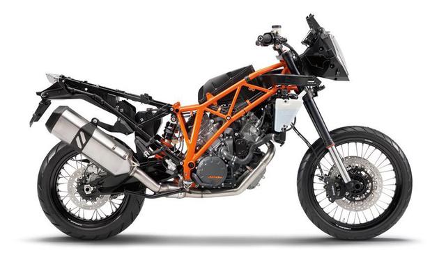 KTM 1190 Adventure R és a térhálós acélcső váz. A KTM jellemzően króm-molibdén ötvözetet használ, így tömege alig tíz kiló