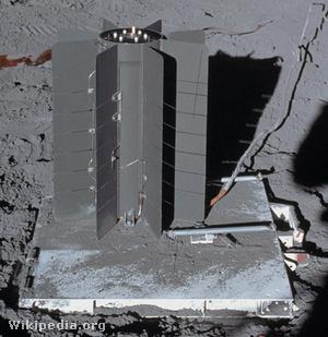 A Holdon elhelyezett amerikai SNAP–27 típusú RTG