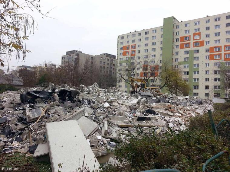 2014. november vége: a kerületi főóvónő azt állította, hogy ez nem bontás, hanem felújítás.