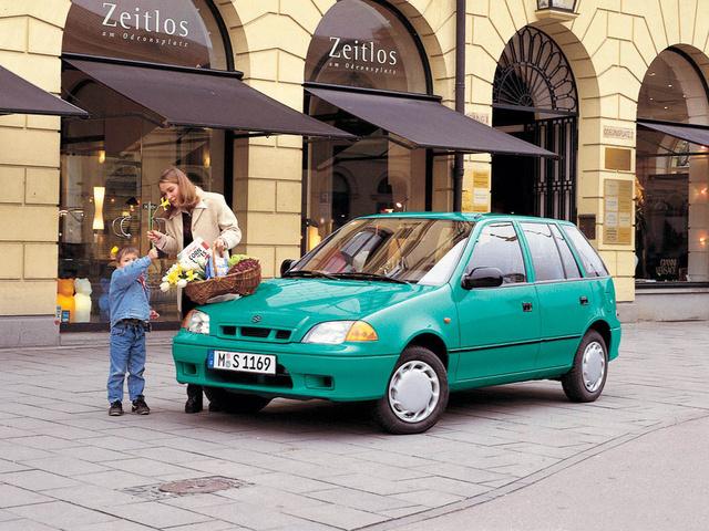 Régi reklámfotó az esztergomi Swiftről. Ez alapozta meg a márka itthoni hírnevét, utódja sokkal jobb autó, de soha nem lett olyan népszerű