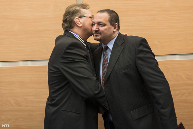 Hegedűs Csaba és Németh Szilárd országgyűlési képviselő a Csepeli BC vezetője elnökjelölt a szövetség tisztújító közgyűlésén 2015. január 30-án.