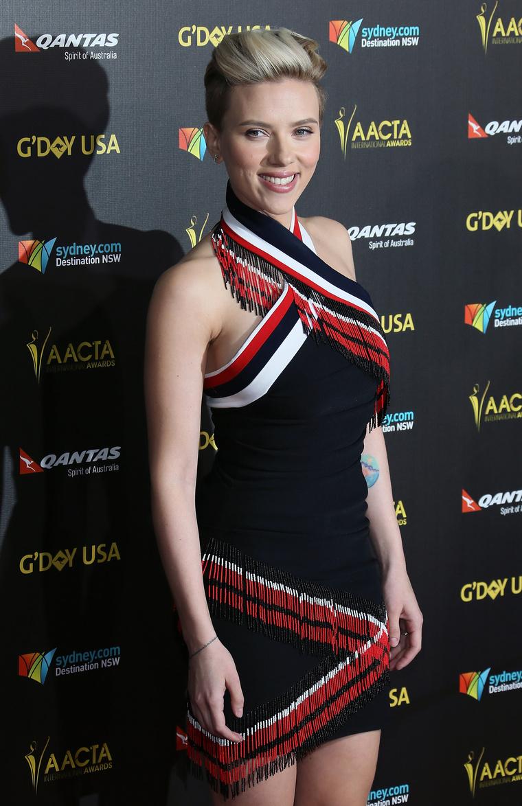 Elég vékony lett Scarlett Johansson, és nagyon jól választott ruhát az eseményre.