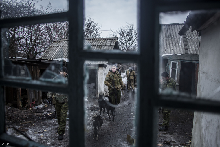 A szeparatisták egyik előretolt helyőrsége, egy kisajátított tanyaépületben