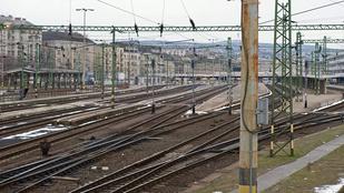 Sehol egy vonat az ürességtől kongó Déli pályaudvaron