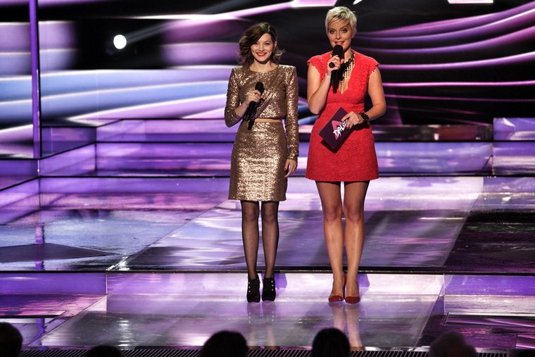Bréking, egyszerre két jó nő állt a színpadon.