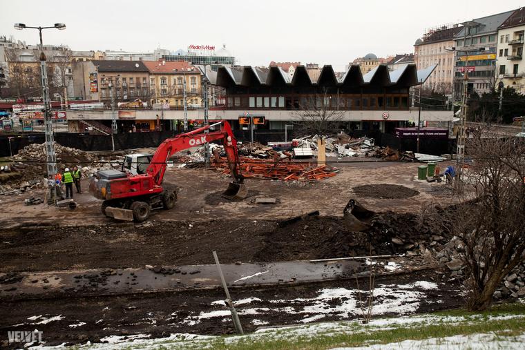 Íme a régi Moszkva tér, már nagyon fel van túrva.